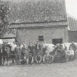 Edmond Criel met hondenkar in Ertvelde, ca. 1910