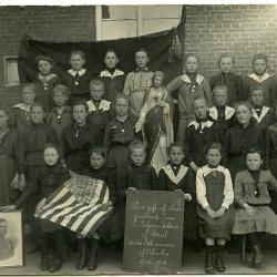 Klasfoto met Julia Vermeulen uit 1934