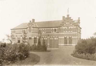 Het koetshuis bij Villa Oaklands in Eeklo, mei 1898
