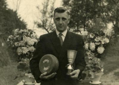 Koning krulbol, Tack Robert, 1956