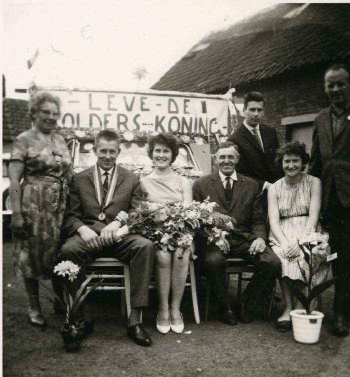 Huldiging krulbolkoning, Laurent Neyt, 1964