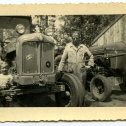Familie Van Den Hende in de boomgaard na de oogst