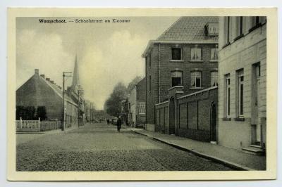 Postkaart dorpszicht Klooster en Schoolstraat, Waarschoot