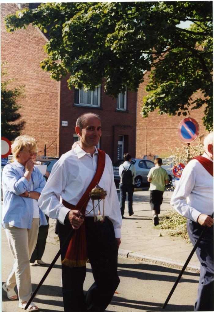 Jean-Pierre Moens met processielantaarn in de processie van Rieme, 2003