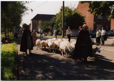 Herder met schapen in de processie van Rieme, 2003(I)