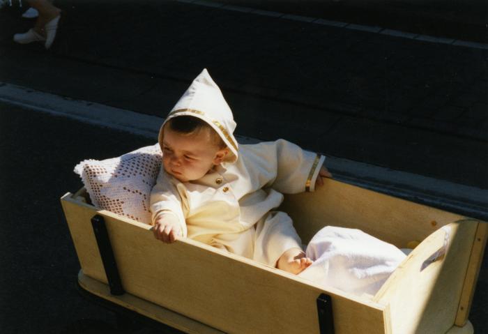 Parochianen en buurtbewoners in de processie van Rieme, 2003(I)