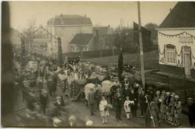 Inhuldigingsstoet voor pastoor Bouuaert, 1928 (II)