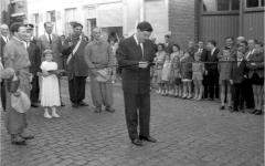 Burgemeester De Prest opent de kermis (1965).
