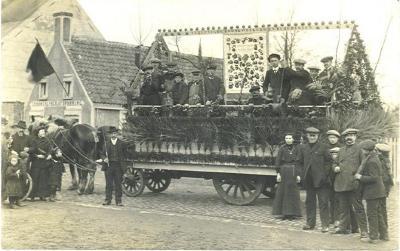 Praalwagen plechtige inhuldiging pastoor Masier, Bassevelde 1914
