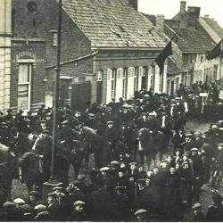 Plechtige inhuldiging van pastoor Masier, Bassevelde 1914