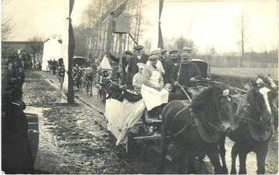 Stoet plechtige inhuldiging van pastoor Masier, Bassevelde 1914